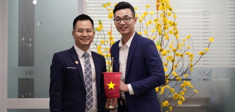 Meet and get helped by lawyer and accountant in Vietnam to pay your personal taxes