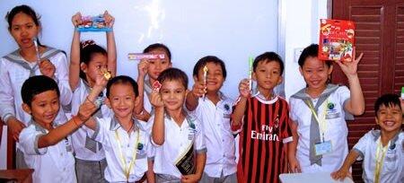 Comment enseigner l'anglais ou le français à des enfants d'écoles cambodgiennes