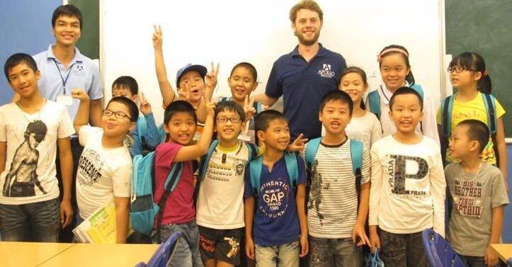 Touristes décident de s'installer au Vietnam et sont recrutés comme professeur d'anglais et français