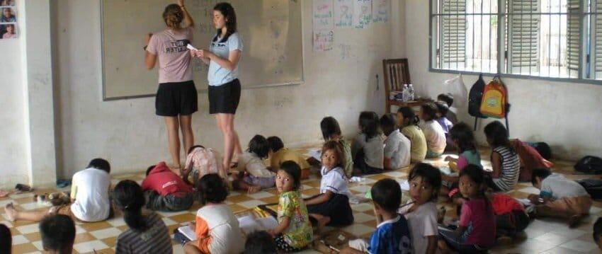 Voyager au Cambodge et faire apprendre le français ou l'anglais