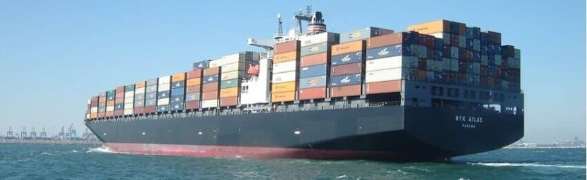 Move abroad by container boat across the sea from Europe or USA to Vietnam