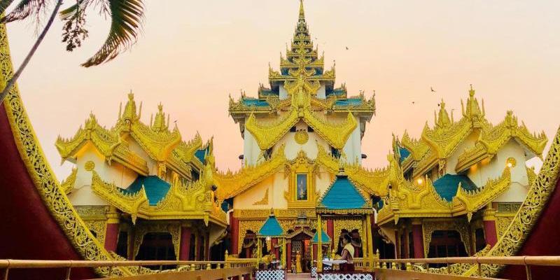 Palais Karaweik au Myanmar et système des assurances santé