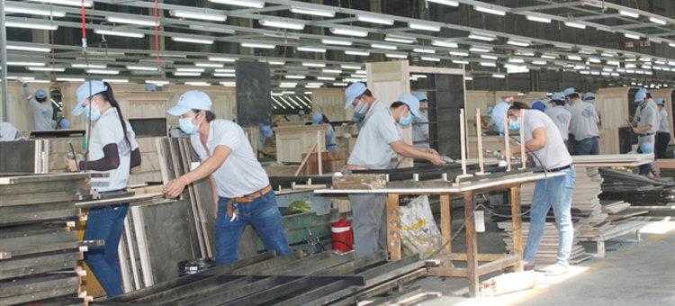 Usine de production de mobilier d'intérieur et d'extérieur