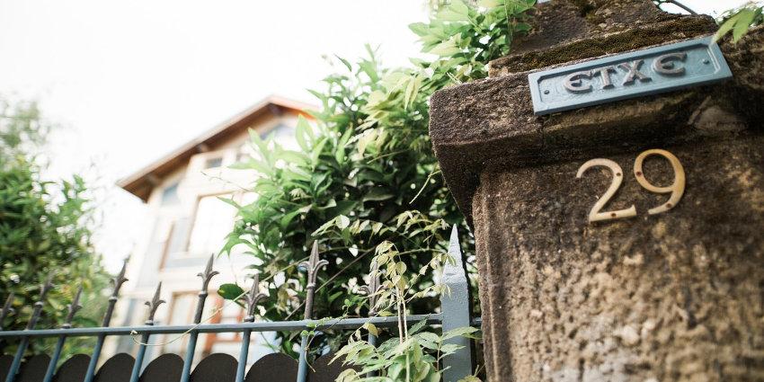 installation d'un portail et entrée d'une maison pour la sécurité